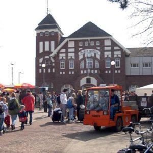 Foto: Eröffnung Bahnhof Wangerooge