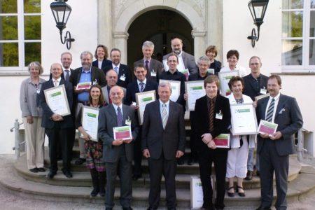 Foto: NRW-Landwirtschaftsminister Uhlenberg mit Siegern des Regionalwettbewerbs der Genussregion Niederrhein