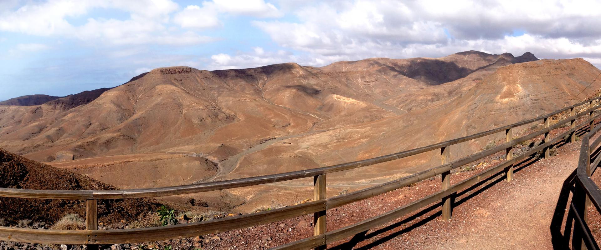 Foto: Weg in Gebirgslandschaft